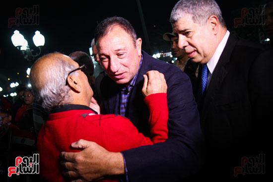 محمود الخطيب وأحمد شوبير وأحد الحضور خلال الاحتفالية