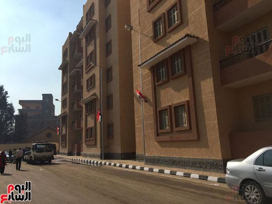 اعلام مصر تزين الوحدات