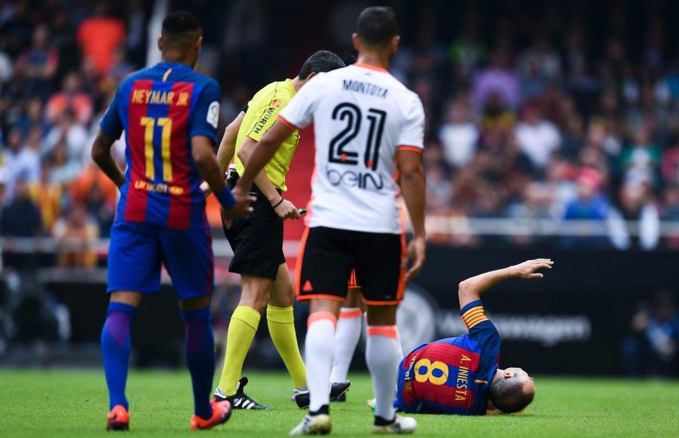 إنييستا لحظة الإصابة فى مباراة  فالنسيا