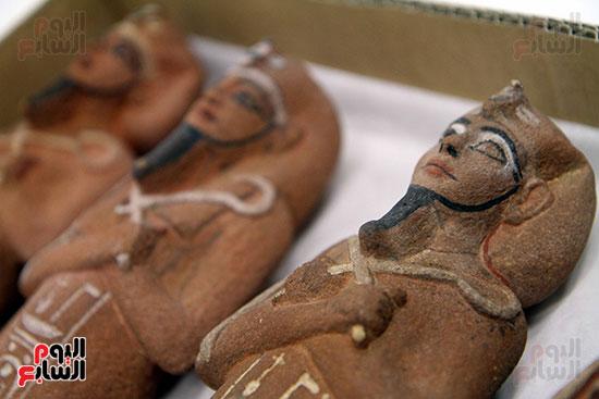 تماثيل الاوشابتى داخل معامل الترميم