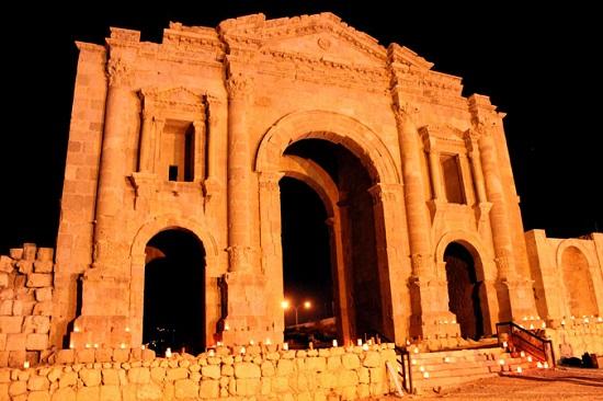 قوس هادريان التاريخى فى الأردن