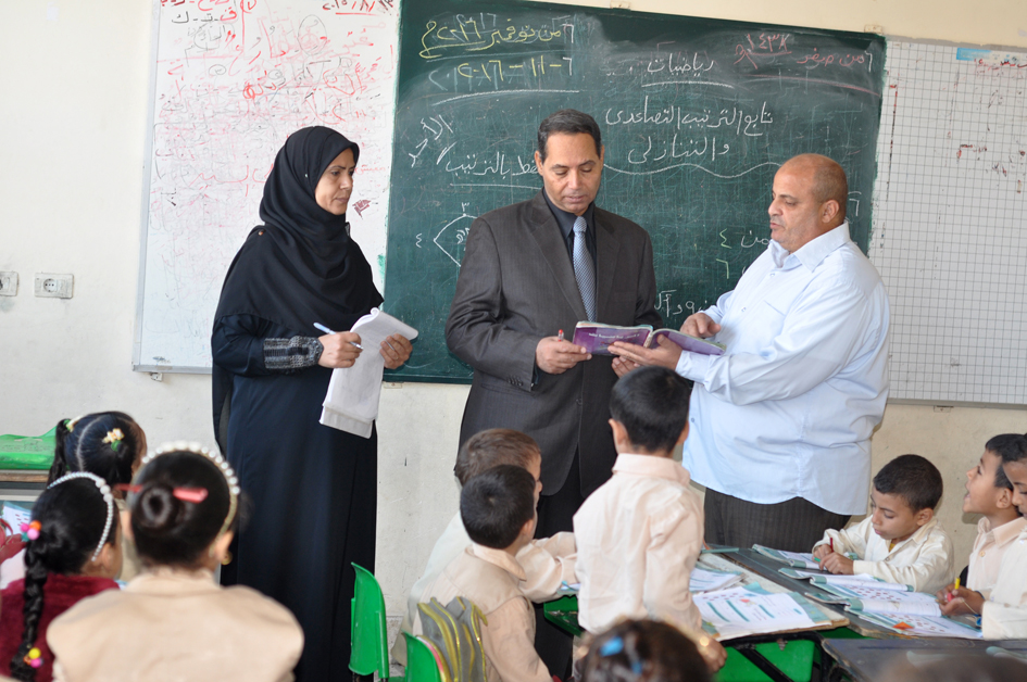 3 وكيل تعليم البحيرة يسأل تلاميذ مدارس شبراخيت ودمنهور