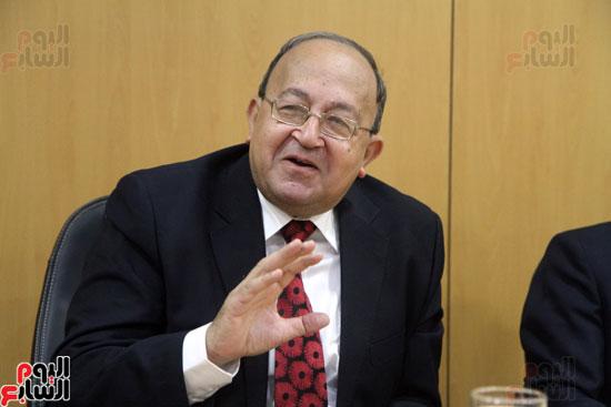 صفوت العالم يسلم شهادات خريجى أكاديمية اليوم السابع (4)