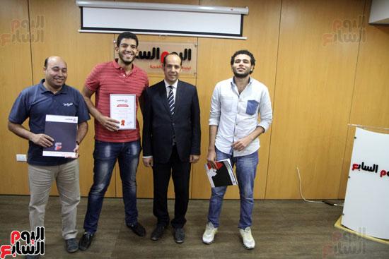 صفوت العالم يسلم شهادات خريجى أكاديمية اليوم السابع (30)