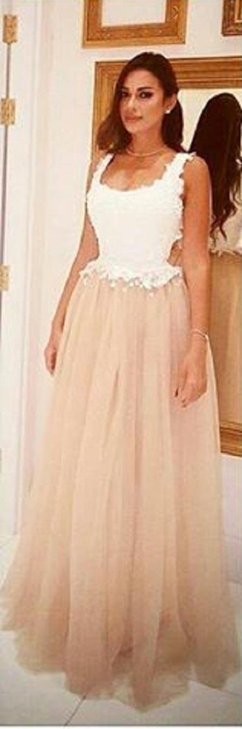الهام وجدى ترتدى فستان من تصميمها