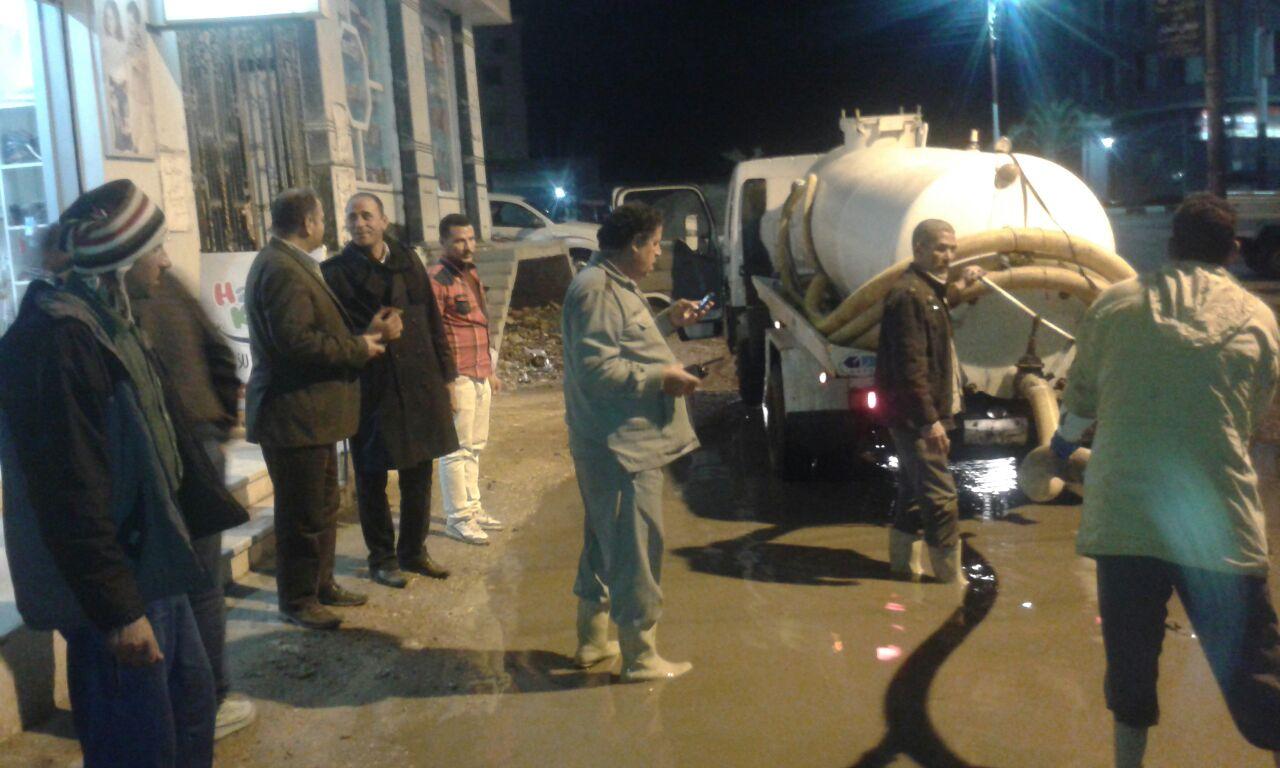 عمل متواصل لنزح مياه السيول بكفر الشيخ