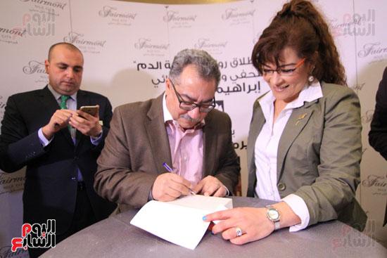 حفل توقيع رواية رحلة الدم للكاتب والإعلامى إبراهيم عيسى (66)