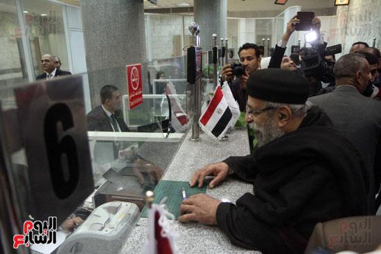 رئيس حى المقطم يتبرع لصندوق تحيا مصر (12)