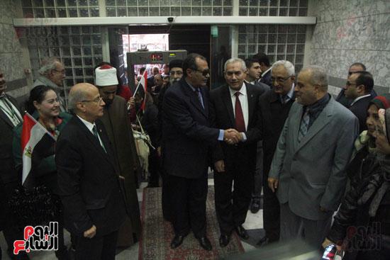 رئيس حى المقطم يتبرع لصندوق تحيا مصر (7)