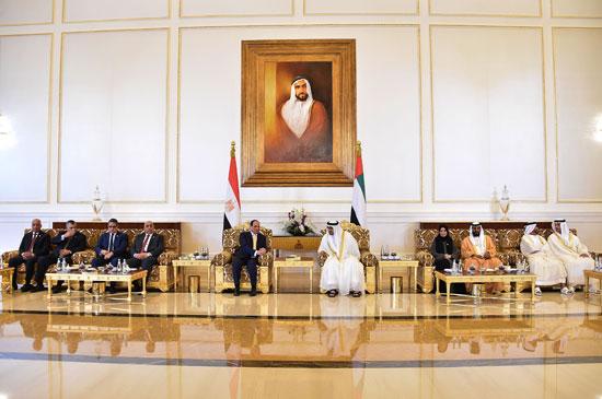 جلسة مباحثات بين السيسى ومحمد بن زايد فور وصوله الإمارات (8)
