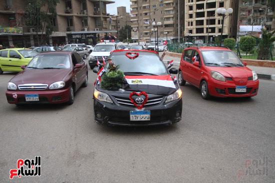 رئيس حى المقطم يتبرع لصندوق تحيا مصر (6)