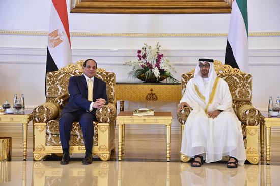 جلسة مباحثات بين السيسى ومحمد بن زايد فور وصوله الإمارات (6)