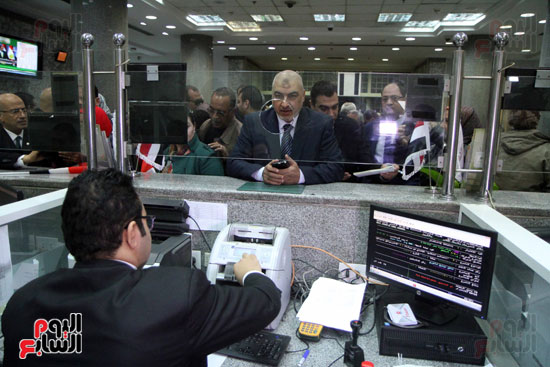رئيس حى المقطم يتبرع لصندوق تحيا مصر (14)