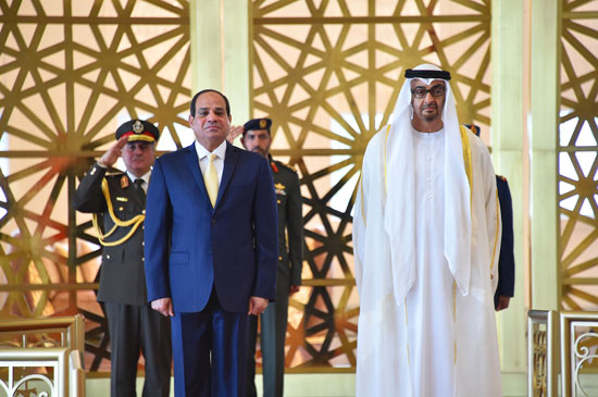 جلسة مباحثات بين السيسى ومحمد بن زايد فور وصوله الإمارات (3)
