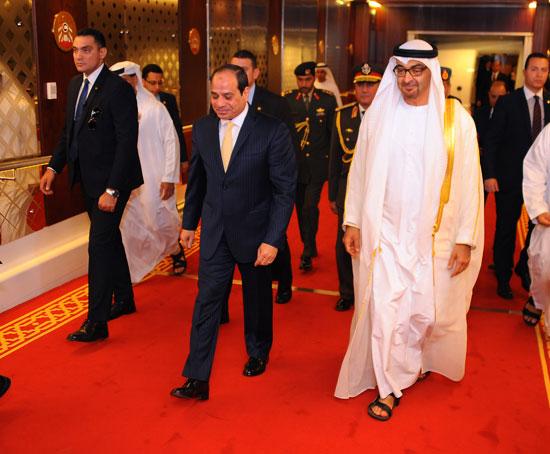 جلسة مباحثات بين السيسى ومحمد بن زايد فور وصوله الإمارات (2)