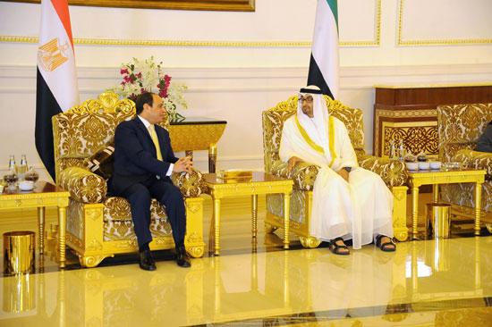 جلسة مباحثات بين السيسى ومحمد بن زايد فور وصوله الإمارات (7)