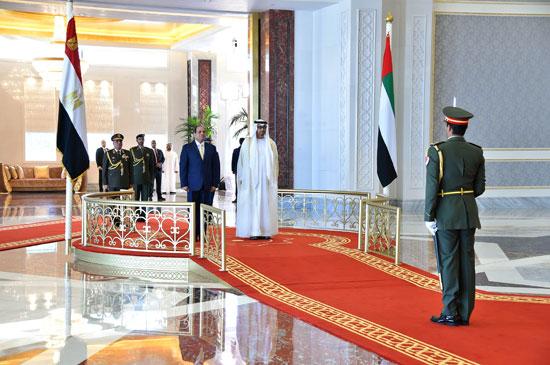 جلسة مباحثات بين السيسى ومحمد بن زايد فور وصوله الإمارات (5)