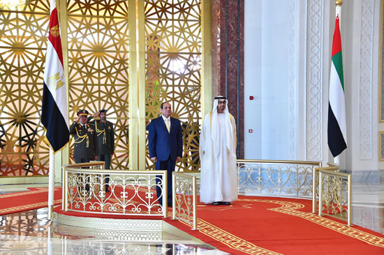 جلسة مباحثات بين السيسى ومحمد بن زايد فور وصوله الإمارات (4)