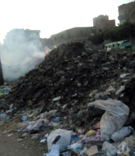 تلال من الرتش والقمامة