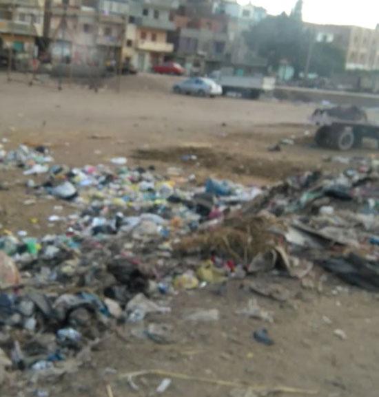 مواطنون يشكون من القمامة