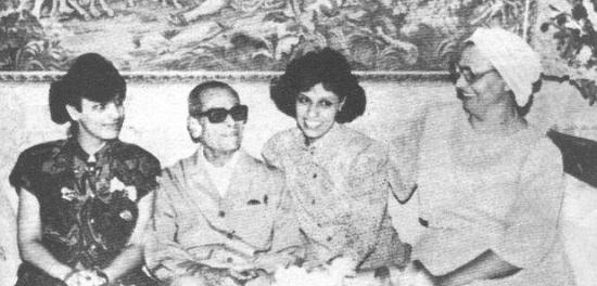 نتيجة بحث الصور عن نجيب محفوظ وزوجته
