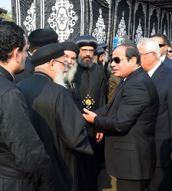 السيسي يشارك فى جنازة شهداء الكنيسة (25)