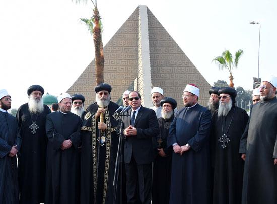 السيسي يشارك فى جنازة شهداء الكنيسة (33)