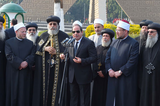 السيسي يشارك فى جنازة شهداء الكنيسة (31)