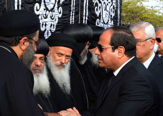 السيسي يشارك فى جنازة شهداء الكنيسة (10)