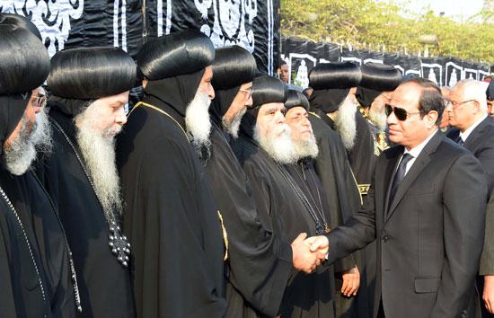 السيسي يشارك فى جنازة شهداء الكنيسة (9)
