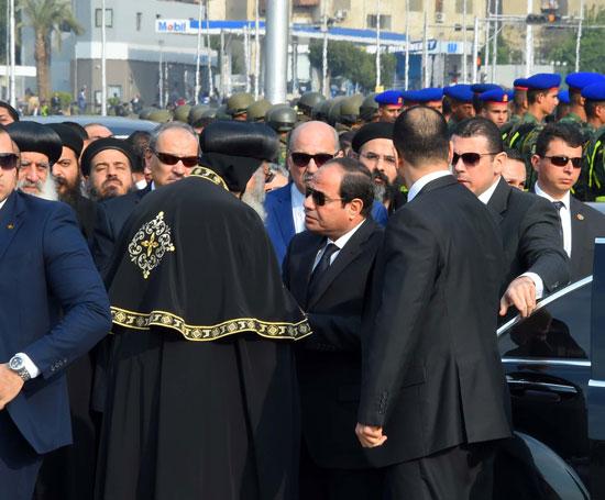 السيسي يشارك فى جنازة شهداء الكنيسة (1)