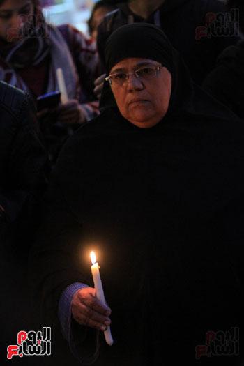 وقفة بالشموع لشهداء البطرسية (24)