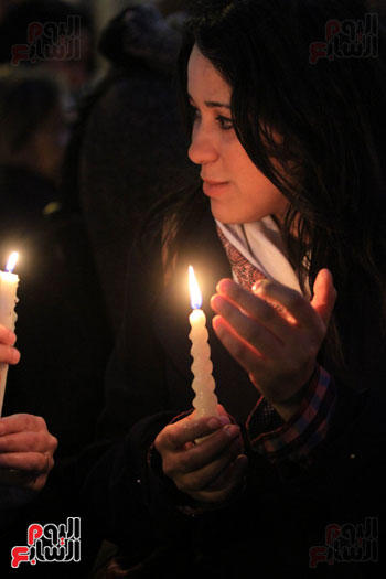 وقفة بالشموع لشهداء البطرسية (21)