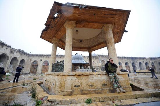 قوات النظام السورى داخل المسجد