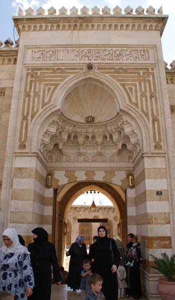 زوار المسجد قبل الحرب