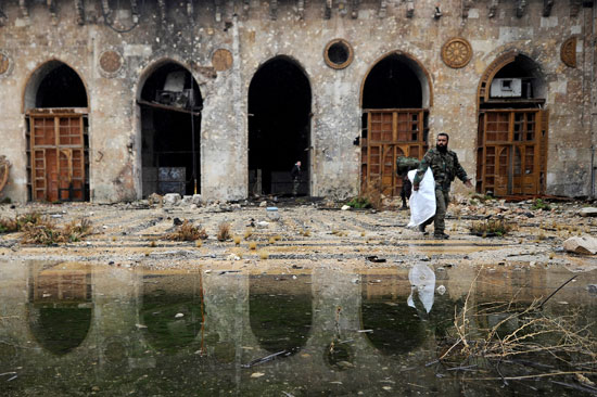 الدمار والخراب داخل المسجد الأموى