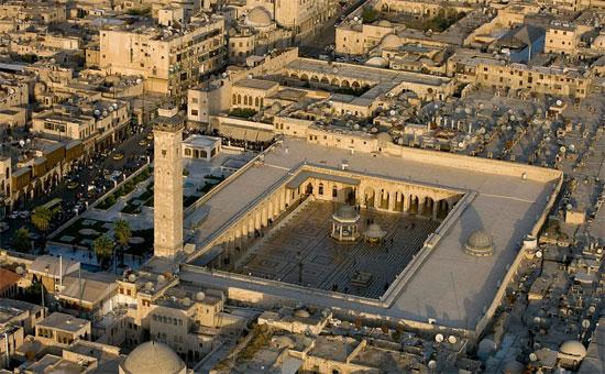 باحة المسجد قبل الدمار