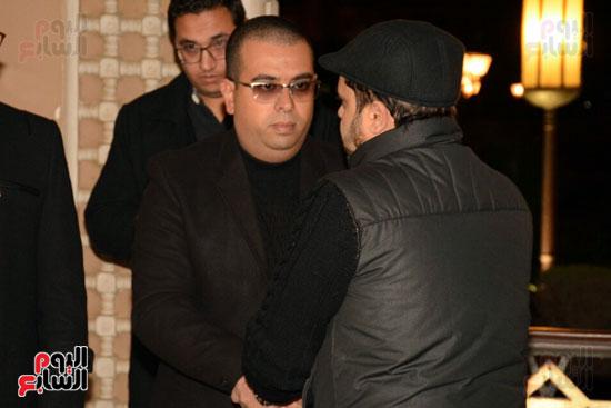 محمد هنيدي يقدم واجب العزاء