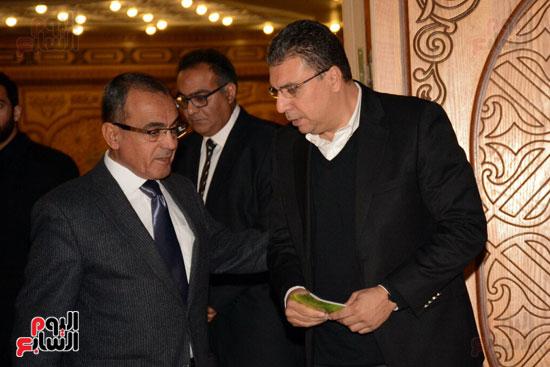 عمرو الليثي يواسي اسرة احمد راتب