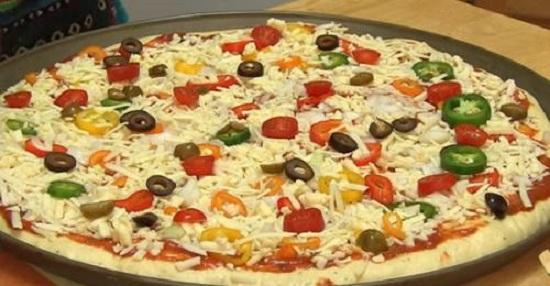 طريقة عمل البيتزا3