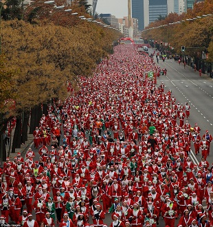 2F4E0C0200000578-3357499-Christmas_is_coming_A_record_breaking_10_000_runners_dressed_as_-m-73_1449946153020