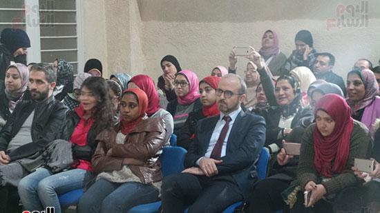 مصطفى ايدغدو مدير معهد يونس إمرة بالإسكندرية وسط الحضور