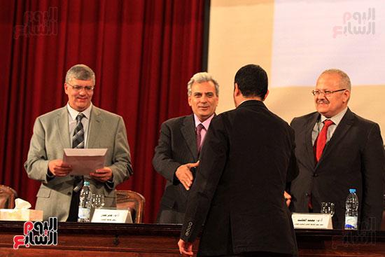 جامعة القاهرة تكرم أعضاء جدد من هيئة التدريس المنشورة أبحاثهم دوليا (24)
