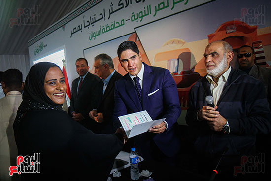 أبو هشيمة و3 وزراء ومحافظ أسوان يفتتحون إعادة إعمار قرية توشكى (44)