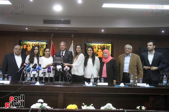 وزير الرياضة يكرم ابطال الاسكواش (2)