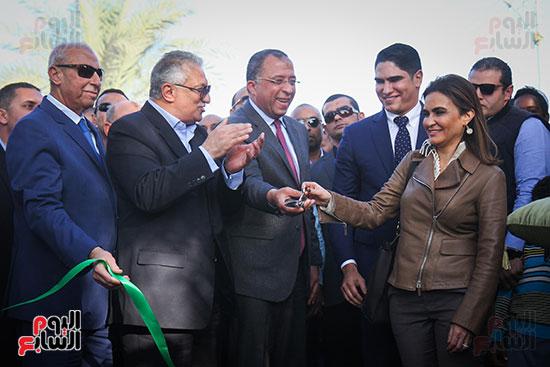 أبو هشيمة و3 وزراء ومحافظ أسوان يفتتحون إعادة إعمار قرية توشكى (2)