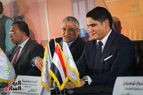 أبو هشيمة و3 وزراء ومحافظ أسوان يفتتحون إعادة إعمار قرية توشكى (23)