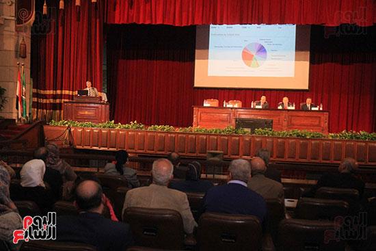 جامعة القاهرة تكرم أعضاء جدد من هيئة التدريس المنشورة أبحاثهم دوليا (1)