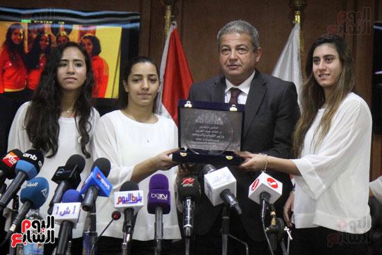 وزير الرياضة يكرم ابطال الاسكواش (1)
