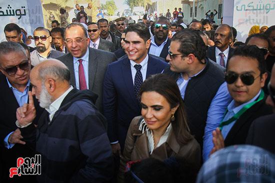 أبو هشيمة و3 وزراء ومحافظ أسوان يفتتحون إعادة إعمار قرية توشكى (3)